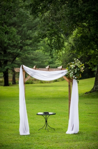 june-meadow-arbor-with-white-linen-and-fresh-corner-332x500_c