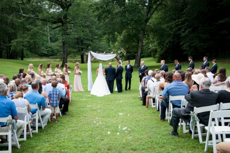 june-meadow-arbor-with-white-linen-and-fresh-corner-ceremony-751x500_c