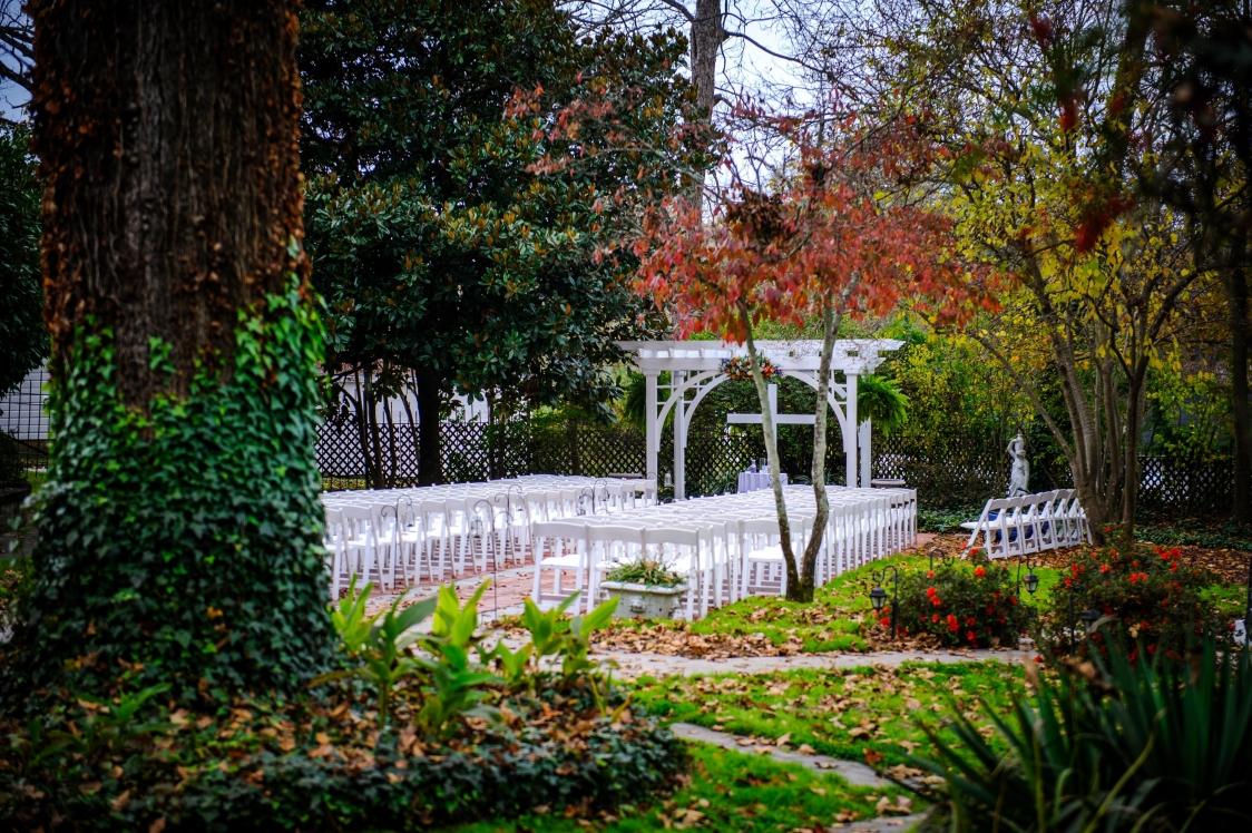 nov bride big garden ceremony
